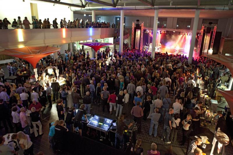 Party im Foyer des Kongresszentrums | © Messe Husum & Congress
